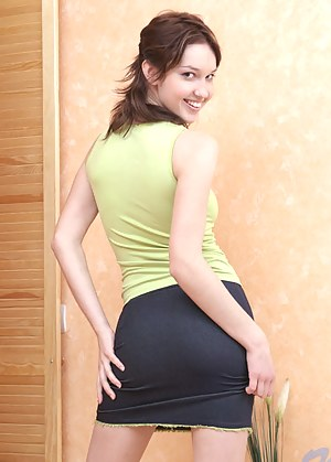 Sexy Teen Skirt Porn Pictures